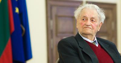 Akademikas Zigmas Zinkevičius. Paveikslėlis iš bernardinai.lt